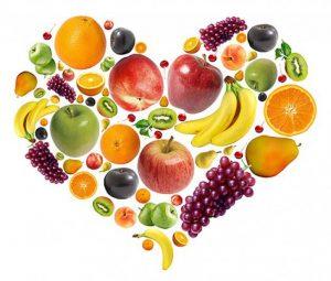 frutas-compuesta-de-material-en-forma-de-corazon-pas-capas_35-41770